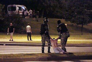 Bielorussia, ancora proteste e scontri: polizia spara sui manifestanti