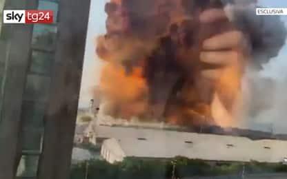 Libano, le immagini in soggettiva dell'esplosione a Beirut. VIDEO
