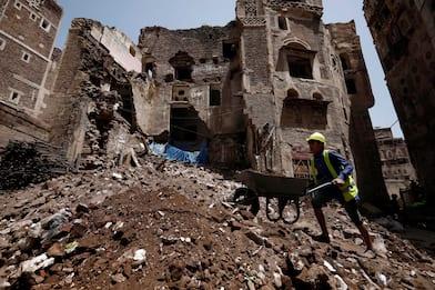 Yemen a Sanaa la pioggia distrugge le case di fango patrimonio Unesco