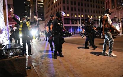 Proteste a Minneapolis per morte afroamericano. Polizia: suicidio