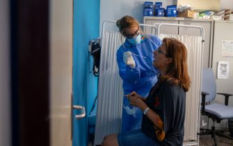MADRID, SPAIN - AUGUST 17: (EDITORIAL USE ONLY) A health care worker performs a PCR test on Paloma García (R) at a primary health care centre during the Coronavirus (COVID-19) pandemic on August 17, 2020 in Madrid, Spain. Madrid has started to perform Covid-19 swab tests in areas with most new cases to control the growing health risks situation during the Coronavirus (COVID-19) pandemic. (Photo by Pablo Blazquez Dominguez/Getty Images)