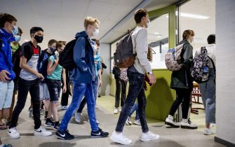 Students wear protective facemasks as they arrive for their first day of school at Mendel College, in Haarlem, The Netherlands. - Pupils and employees of a number of secondary schools must wear protective facemask when they walk through the corridors as part of the rules adopted to fight against the spread of the COVID-19 (novel coronavirus). (Photo by Robin VAN LONKHUIJSEN / ANP / AFP) / Netherlands OUT (Photo by ROBIN VAN LONKHUIJSEN/ANP/AFP via Getty Images)