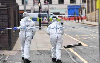 Two police forensics officers enter the cordoned area in Livery Street in Birmingham after a number of people were stabbed in the city centre. West Midlands Police said they were called to reports of a stabbing at around 12.30am on Sunday and a number of other stabbings were reported in the area at around the same time. (Jacob King / IPA/Fotogramma, Birmingham - 2020-09-06) p.s. la foto e' utilizzabile nel rispetto del contesto in cui e' stata scattata, e senza intento diffamatorio del decoro delle persone rappresentate