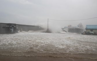 epa08651906 Large waves break over a coastal wall at Imwon harbor in Donnghae, Gangwon-do province, South Korea 07 September 2020. According to the Korea Meteorological Administration (KMA) on 07 September, Typhoon Haishen is heading northward to the South Korean port city of Busan, bringing heavy rains and strong winds to the nation.  EPA/JEON HEON-KYUN