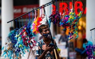 A vendor wearing a facemask as a preventive measure against the Covid-19 Coronavirus looks for customers to sell decorative items in New Delhi on September 7, 2020. - India overtook Brazil on September 7 as the country with the second highest number of confirmed coronavirus cases, even as key metro train lines re-opened as part of efforts to boost the South Asian nation's battered economy. (Photo by Jewel SAMAD / AFP) (Photo by JEWEL SAMAD/AFP via Getty Images)