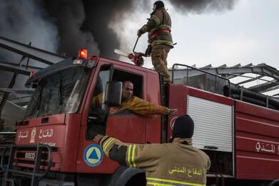 Libano, nuovo incendio a Beirut: nel palazzo progettato da Zaha Hadid