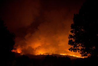 epa08667417 A forest fire burns in Rairiz de Veiga, Ourense, Spain, 13 September 2020. According to reports, more than eleven forest fires in three regions have been buring, since 12 September.  EPA/Brais Lorenzo