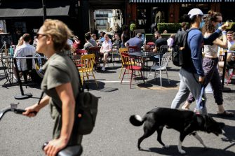 """LONDON, ENGLAND - AUGUST 02: People dine outdoor at a pub in Clapham on August 2, 2020 in London, England. British Prime Minister Boris Johnson has said it is time to """"squeeze that brake pedal"""" on reopening the economy, amid rising fears that the UK is on the brink of a second wave. (Photo by Peter Summers/Getty Images)"""