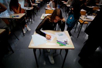 Francia, studenti sui social contro regole sull'abbigliamento a scuola