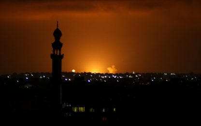 Medio Oriente: altri razzi da Gaza, Israele bombarda la Striscia