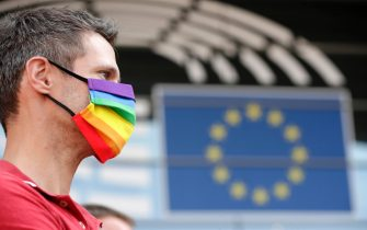 epa08670072 Members of European Parliament (MEPs) and LGBT supporters demonstrate their support for the Polish LGBTQI community in front of Parliament during a plenary session in Brussels, Belgium, 15 September 2020. Rule of Law in Poland and LGBT rights are one of main topics in the debate.  EPA/OLIVIER HOSLET