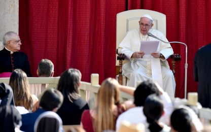 """Il Papa ai genitori con figli Lgbt: """"Chiesa li ama, non li esclude"""""""
