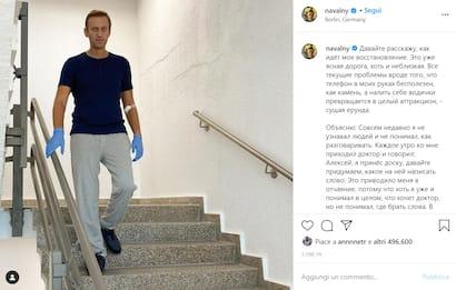Navalny posta una foto su Instagram in piedi sulle scale