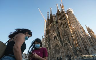 BARCELONA, SPAIN - AUGUST 31: Two women wearing protective masks are seen in front of the Sagrada Familia on August 31, 2020 in Barcelona, Spain. Tourism in Barcelona has fallen by around 80% compared to last year. During the month of August, more than 6,300 positive cases of coronavirus have been registered in the city of Barcelona. (Photo by Cesc Maymo/Getty Images)