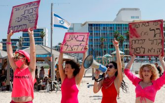 Israelis demonstrate in the Israeli coastal city of Tel Aviv to protest the government's decision to close beaches during the lockdown due to the COVID-19 pandemic, on September 19, 2020. - Israel imposed a second nationwide lockdown to tackle one of the world's highest coronavirus infection rates, despite public protests over the new blow to the economy. The three-week shutdown started hours before Rosh Hashana, the Jewish New Year, and will extend through other key religious holidays, including Yom Kippur and Sukkot. (Photo by JACK GUEZ / AFP) (Photo by JACK GUEZ/AFP via Getty Images)