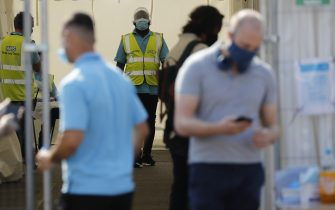 Members of public wearing facemasks queue to get tested at a coronavirus testing centre in north London on September 16, 2020. (Photo by Tolga AKMEN / AFP) / The erroneous mention[s] appearing in the metadata of this photo by Tolga Akmen has been modified in AFP systems in the following manner: dateline is [London] instead of [Stockport]. Please immediately remove the erroneous mention[s] from all your online services and delete it (them) from your servers. If you have been authorized by AFP to distribute it (them) to third parties, please ensure that the same actions are carried out by them. Failure to promptly comply with these instructions will entail liability on your part for any continued or post notification usage. Therefore we thank you very much for all your attention and prompt action. We are sorry for the inconvenience this notification may cause and remain at your disposal for any further information you may require. (Photo by TOLGA AKMEN/AFP via Getty Images)