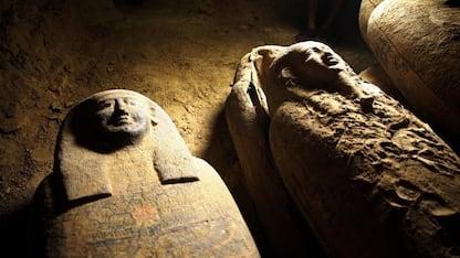 Egitto, trovati 27 sarcofagi rimasti intatti da 2500 anni