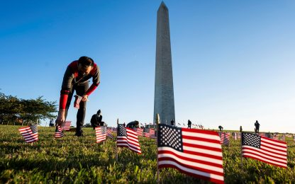 Coronavirus, a Washington 20mila bandiere Usa per ricordare le vittime