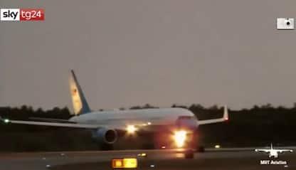 Paura sull'Air Force Two, atterraggio d'emergenza con Pence a bordo