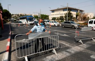 Members of the Israeli police set up barriers to traffic at a checkpoint in Jerusalem on September 18, 2020, to enforce a second lockdown amid the COVID-19 pandemic. - Israel imposed a second nationwide lockdown to tackle one of the world's highest coronavirus infection rates, despite public protests over the new blow to the economy. The three-week shutdown from 2:00 pm (1100 GMT) started just hours before Rosh Hashana, the Jewish new year, and will extend through other key religious holidays, including Yom Kippur and Sukkot. (Photo by Ahmad GHARABLI / AFP) (Photo by AHMAD GHARABLI/AFP via Getty Images)