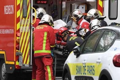 Parigi, attacco vicino ex redazione Charlie Hebdo: due gravi. DIRETTA