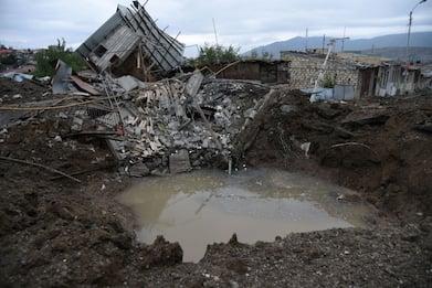 Armenia-Azerbaijan, bombardamenti sulle città: oltre 200 morti