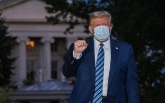 epaselect epa08723082 US President Donald J. Trump gestures after returning to the White House, in Washington, DC, USA, 05 October 2020, following several days at Walter Reed National Military Medical Center for treatment for COVID-19.  EPA/KEN CEDENO / POOL