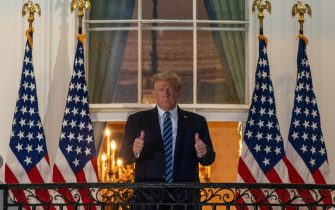 epa08723079 US President Donald J. Trump gestures after returning to the White House, in Washington, DC, USA, 05 October 2020, following several days at Walter Reed National Military Medical Center for treatment for COVID-19.  EPA/KEN CEDENO / POOL