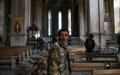 Armenia, l'Azerbaijan bombarda la cattedrale di Shusha