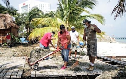 Messico, i danni dell'uragano Delta a Cancun.  FOTO