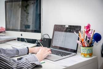 Milano - Fase 2 dell'emergenza Coronavirus - Smart working, lavoro da casa (Marco Passaro/Fotogramma, Milano - 2020-04-24) p.s. la foto e' utilizzabile nel rispetto del contesto in cui e' stata scattata, e senza intento diffamatorio del decoro delle persone rappresentate