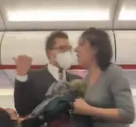 Cacciata dall'aereo perché senza mascherina, tossisce su passeggeri