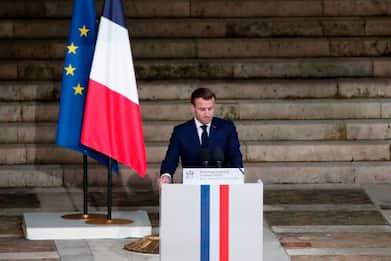 Professore ucciso, Macron: non rinunceremo alle caricature