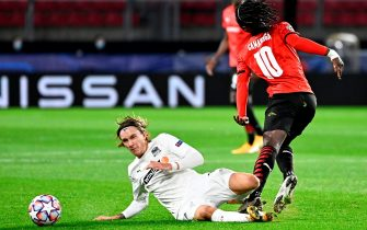 FK Krasnodar's Swedish midfielder Kristoffer Olsson (L) fights for the ball with Rennes' French midfielder Eduardo Camavinga during the UEFA Europa League Group E first-leg football match between Stade Rennais FC and FK Krasnodar at the Roazhon Park stadium in Rennes, northwestern France, on October 20, 2020. (Photo by DAMIEN MEYER / AFP) (Photo by DAMIEN MEYER/AFP via Getty Images)