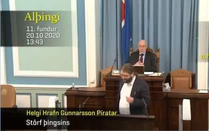 Terremoto in Islanda, deputato scappa dall'aula. VIDEO