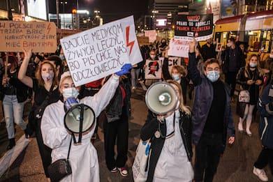 Polonia, il premier convoca l'esercito per le manifestazioni