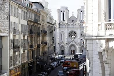 Nizza, attentato nella chiesa di Notre-Dame: tre morti. FOTO