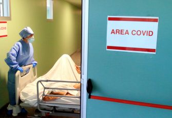 Doctors and nurses wearing protective equipment at work inside the Covid area of the Niguarda hospital's Emergency Room in Milan, Italy, 28 October 2020. ANSA / PAOLO SALMOIRAGO