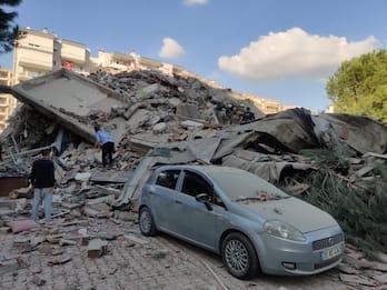Mar Egeo, terremoto tra Grecia e Turchia di magnitudo 7.0. FOTO