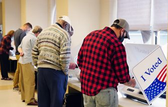 epa08797182 Voters cast their ballot at a polling location at the Fort Johnson Baptist Church in Charleston, South Carolina, USA, 03 November 2020. Americans vote on Election Day to choose between re-electing Donald J. Trump or electing Joe Biden as the 46th President of the United States to serve from 2021 through 2024.  EPA/RICHARD ELLIS