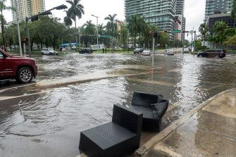 epa08810151 Flooded streets are seen in Downtown Miami, Florida, USA, 09 November 2020. Tropical storm Eta brought heavy rains and flooded city streets in the state. The National Hurricane Center lifted tropical storm warnings for all of the Florida peninsula and the Florida Keys, excluding the Dry Tortugas.  EPA/CRISTOBAL HERRERA-ULASHKEVICH