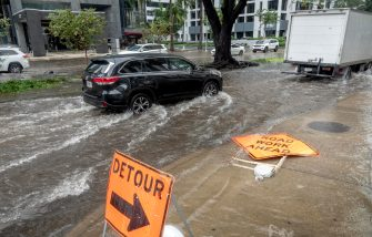 epa08810150 Flooded streets are seen in Downtown Miami, Florida, USA, 09 November 2020. Tropical storm Eta brought heavy rains and flooded city streets in the state. The National Hurricane Center lifted tropical storm warnings for all of the Florida peninsula and the Florida Keys, excluding the Dry Tortugas.  EPA/CRISTOBAL HERRERA-ULASHKEVICH