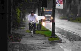 A man rides his bike as it rains along Bayshore Drive in East Naples on Monday, Nov. 9, 2020.  Ndn 1005 Ja Weather Art 010 (Photo by Jon Austria/Naples Daily News USA TODAY NETWORK - FLORIDA/USA Today Network/Sipa USA) (Naples - 2020-11-09, USA TODAY Network / IPA) p.s. la foto e' utilizzabile nel rispetto del contesto in cui e' stata scattata, e senza intento diffamatorio del decoro delle persone rappresentate