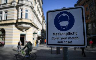 epa08809753 A sign marks the perimeter of a compulsory mask zone in downtown Munich, Germany, 09 November 2020. In its efforts to slow a second wave of infections with the COVID-19 disease caused by the SARS-CoV-2 coronavirus, Germany is imposing a nationwide lockdown.  EPA/PHILIPP GUELLAND