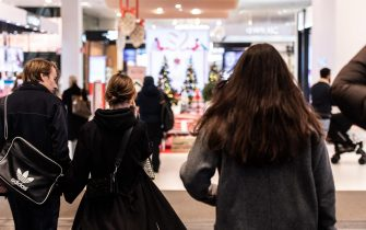 epa08813872 Customers enter the Christmas decorated department store Ahlens, amid continous spread of the coronavirus disease (COVID-19) pandemic, in central Stockholm, Sweden, 11 November 2020.  EPA/AMIR NABIZADEH SWEDEN OUT
