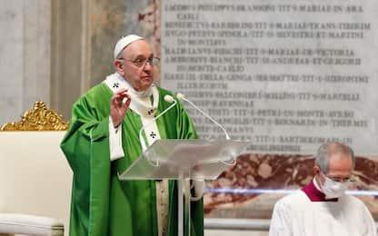 """Viaggio del Papa in Iraq, Bergoglio: """"Carezza dopo anni di violenza"""""""