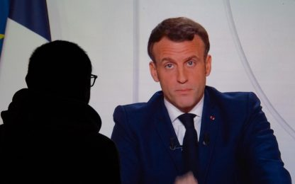 Covid Francia, oltre 50mila vittime. Macron annuncia prime riaperture