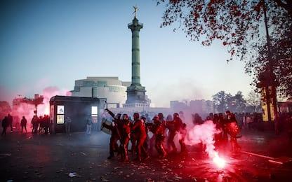 Francia, cortei e scontri in tutto il Paese contro legge su sicurezza