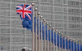 epa05133258 A Union Jack flag flutters next to European Union flags ahead a visits of the British Prime Minister David Cameron at the European Commission in Brussels, Belgium, 29 January 2016. Cameron arived in Brussels for unscheduled talks on a Brexit referendum.  EPA/LAURENT DUBRULE