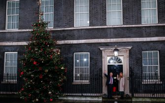 (200406) -- LONDON, April 6, 2020 () -- File photo taken on Dec. 13, 2019 shows British Prime Minister Boris Johnson (L) and his partner Carrie Symonds returning to 10 Downing Street in London, Britain. British Prime Minister Boris Johnson was taken to intensive care on Monday night after his coronavirus symptoms worsened, Downing Street said. Johnson has asked Foreign Secretary Dominic Raab to deputize for him, a Downing Street spokesman said. (/Han Yan),Image: 564184161, License: Rights-managed, Restrictions: WORLD RIGHTS excluding China - Fee Payable Upon Reproduction - For queries contact Avalon.red - sales@avalon.red London: +44 (0) 20 7421 6000 Los Angeles: +1 (310) 822 0419 Berlin: +49 (0) 30 76 212 251, Model Release: no, Credit line: Xinhua NewsAgency / Avalon (None - 2020-11-13, Xinhua NewsAgency / Avalon / IPA) p.s. la foto e' utilizzabile nel rispetto del contesto in cui e' stata scattata, e senza intento diffamatorio del decoro delle persone rappresentate